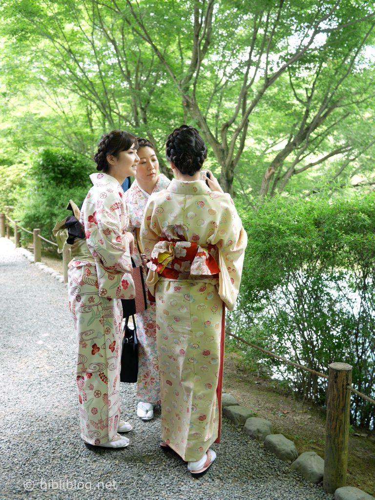 kyoto temple d'or kimonos