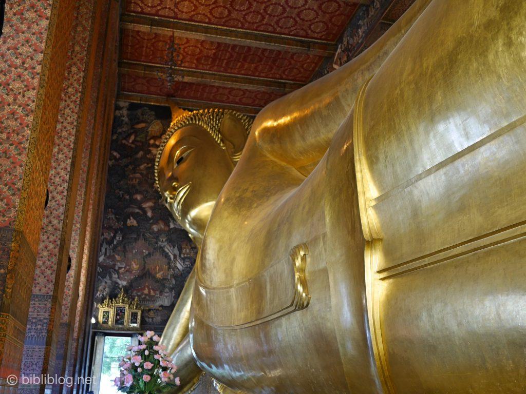 Thaïlande Bangkok Wat Pho Bouddha couché presqu'entier
