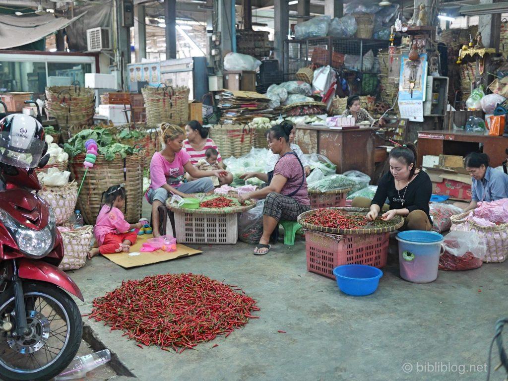 Thaïlande Bangkok marché aux fleurs halle couverte