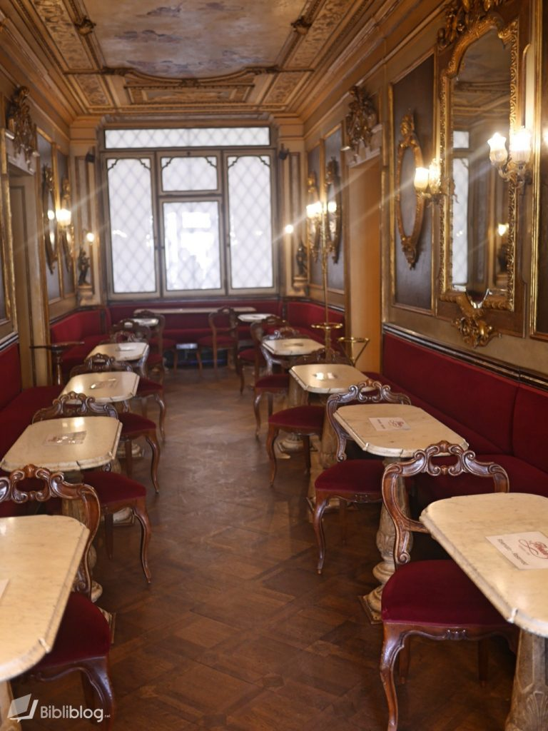 Café place Saint-Marc