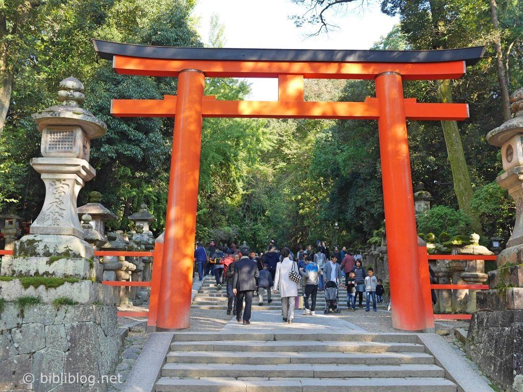 Torii shinto dans la ville de Nara