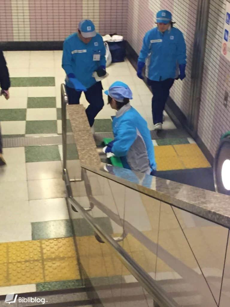 Nettoyage-metro-japon